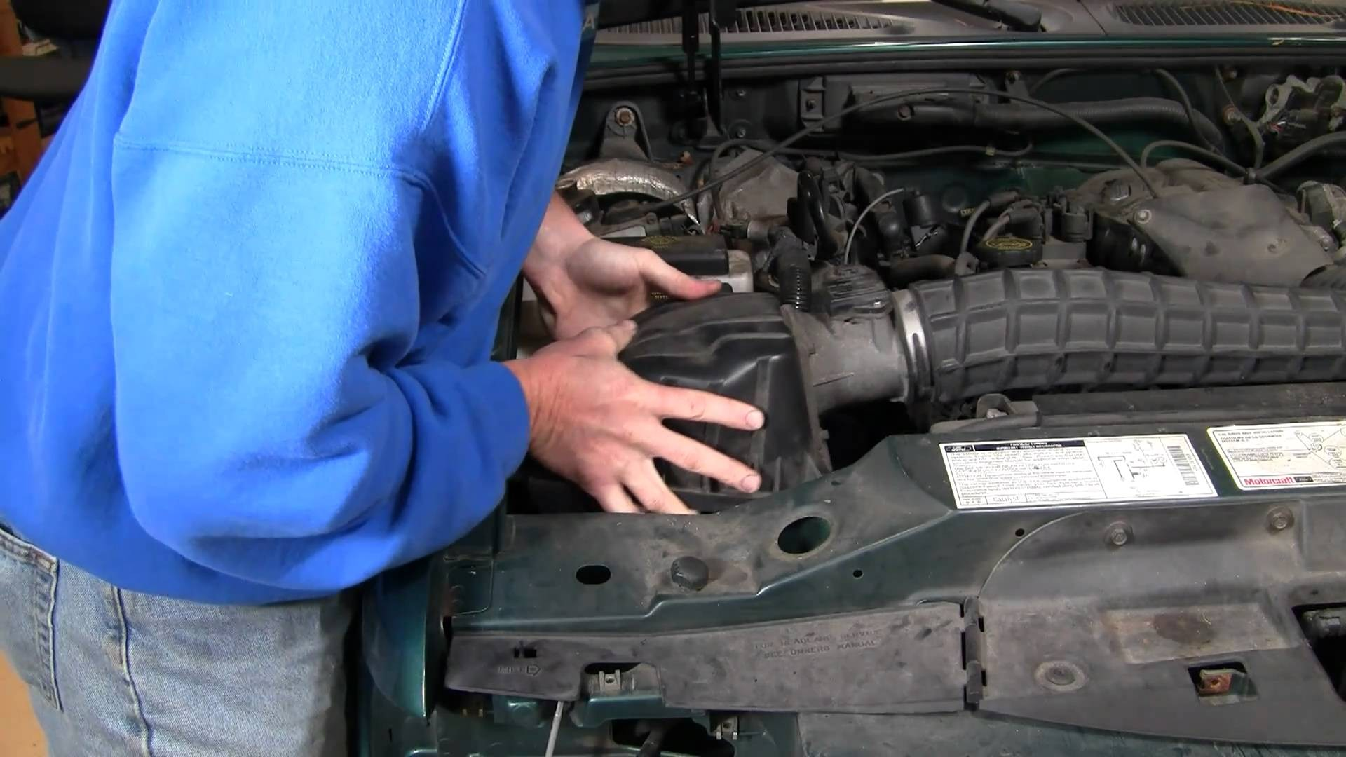 05 Explorer Engine Diagram Wiring Library 2005 Ford Sport Trac 2003 How To Install Replace Air Filter 4