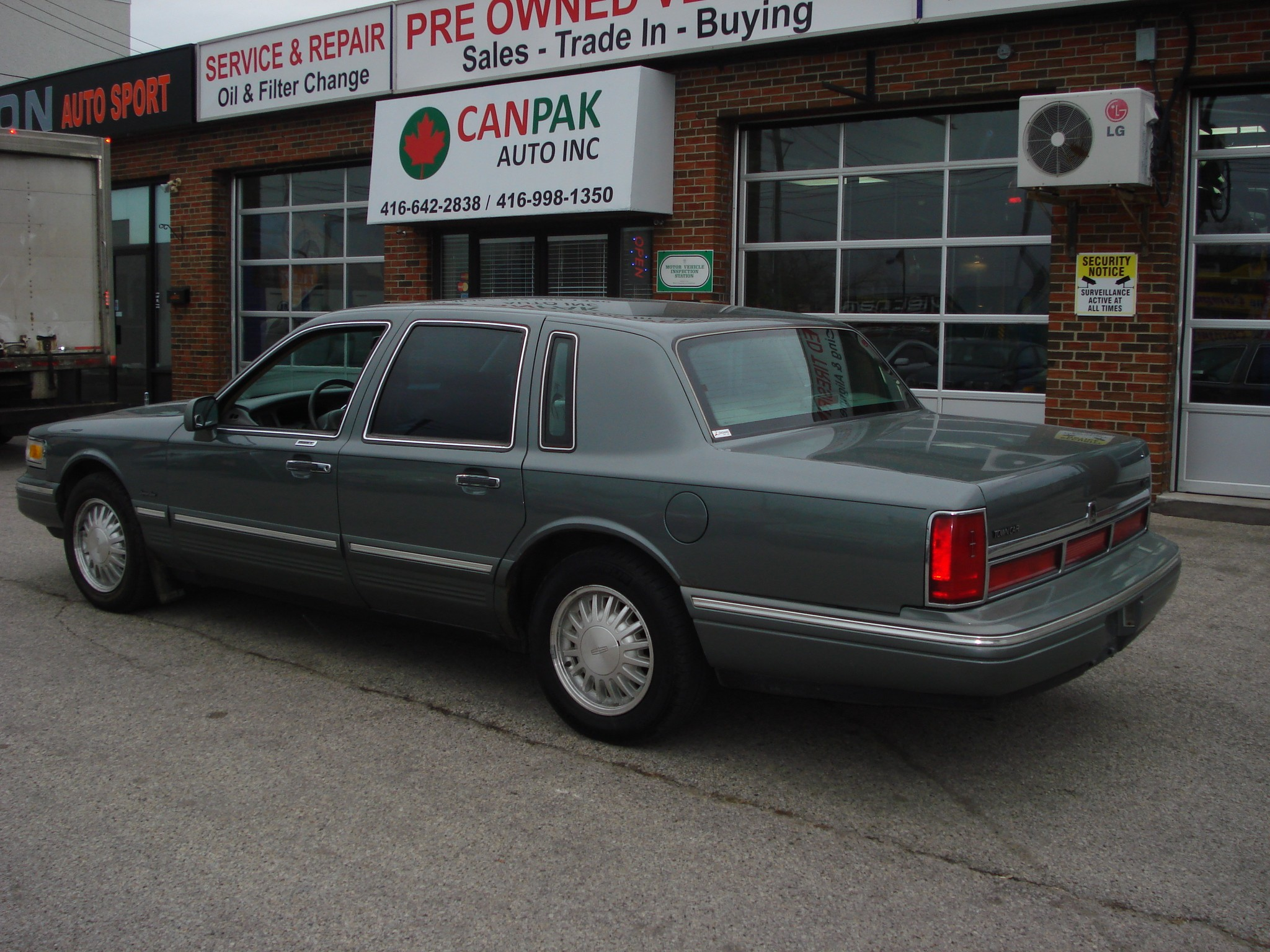 fameonelove original lincoln ride photo car cardomain s at town parts gallery