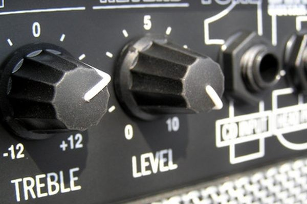 как обрезать низкие частоты на динамике с помощью конденсатора Как увеличить выход низких частот на динамике с помощью конденсатора в серии с динамиком
