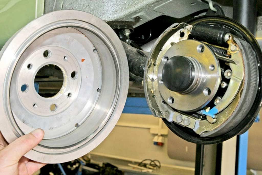 оси смб барабанные тормоза Плюсы и минусы так ли плохи барабанные тормоза и в чем недостатки дисковых Of оси смб барабанные тормоза